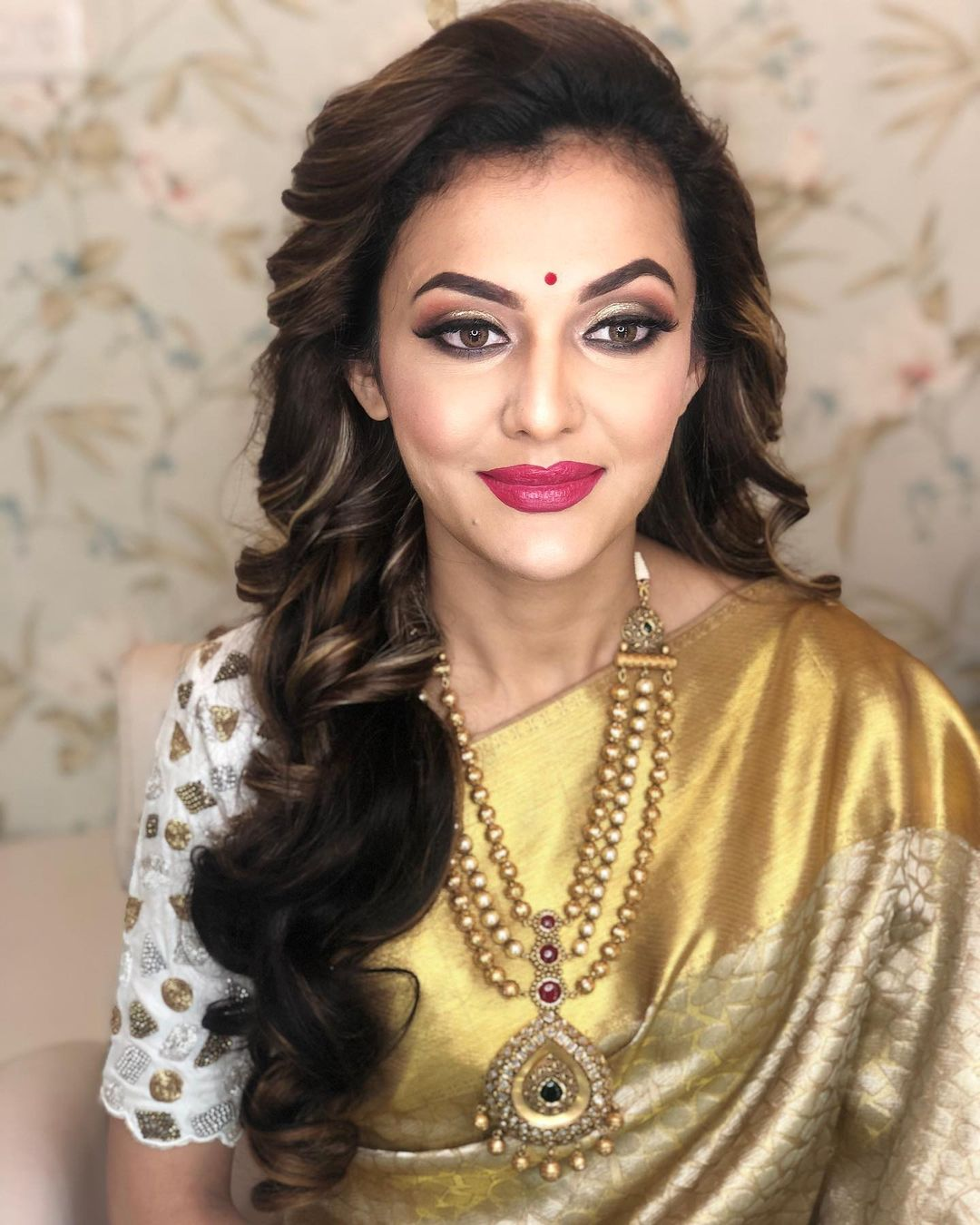 Golden Saree Marathi Bride Makeup By Tejaswini Pune