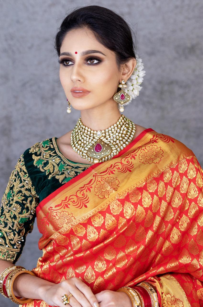 Royal Kanjivaram Saeen White gajara marathi look